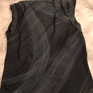🐠5/$25. Sleeveless blouse